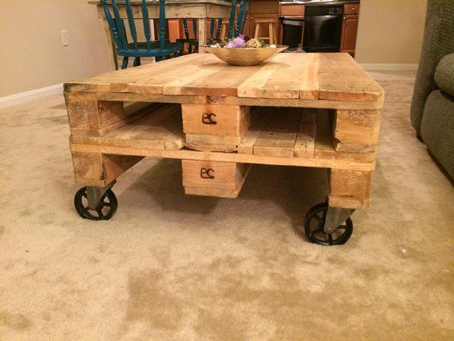 Pallet Coffee Table with Casters 3