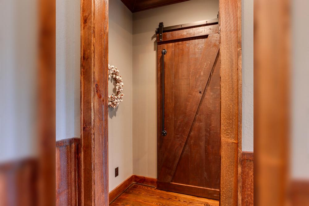 Barnyard-Door-With-Pipe-Handle