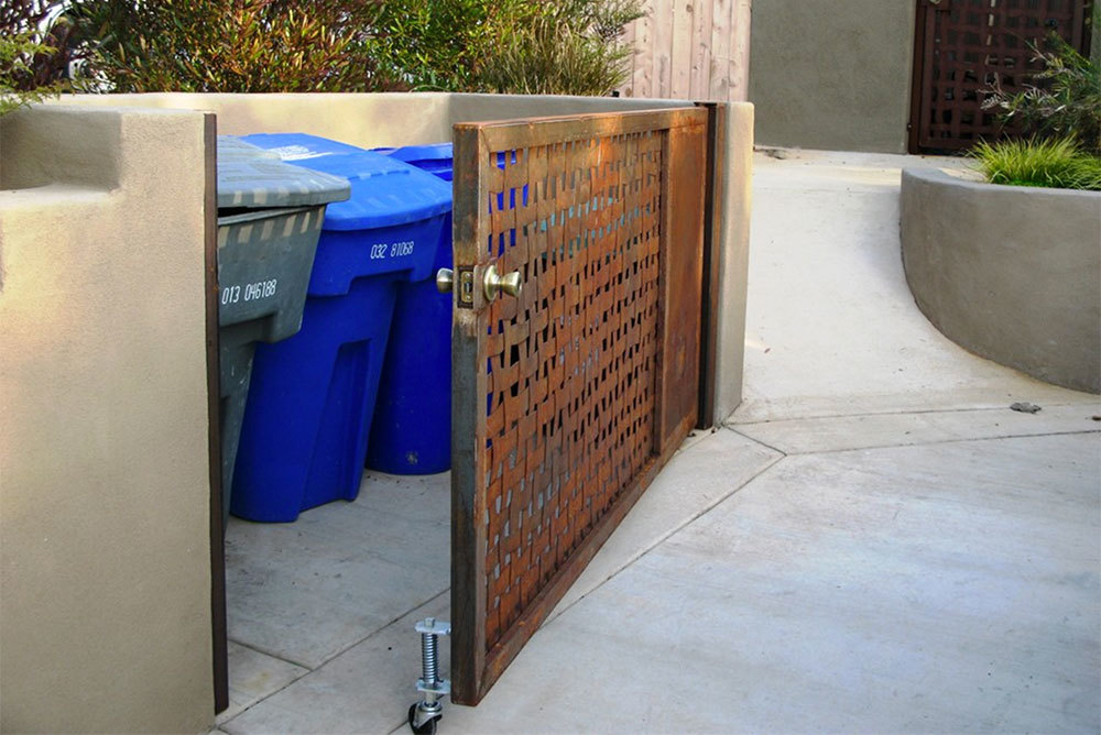 Spring-Loaded-Gate-Caster-In-Use.jpg